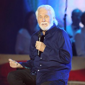 Kenny Rogers performing