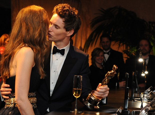 Eddie Redmayne kisses his wife Hannah Bagshawe