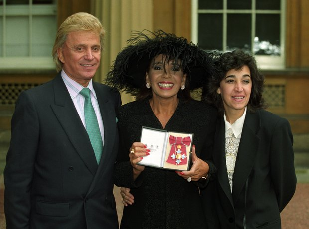 shirley bassey knighted